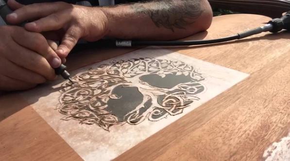 гравировка деревянной поверхности